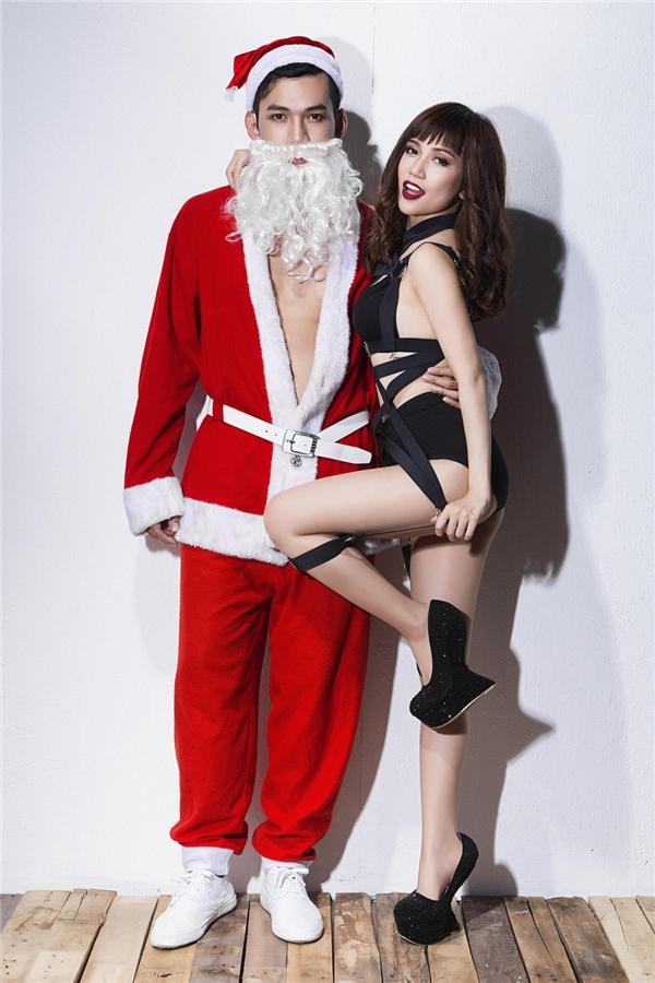 """Sĩ Thanh khiến fan """"mất máu"""" với vẻ nóng bỏng bên ông già Noel sáu múi - Tin sao Viet - Tin tuc sao Viet - Scandal sao Viet - Tin tuc cua Sao - Tin cua Sao"""