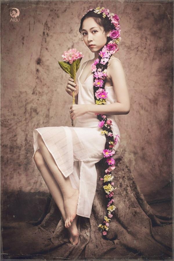 """Những người quý mến thường bảo cô giống như """"Công chúa tóc mây"""" Rapunzel. Sự """"ví von"""" này khiến cô thấy rất thích thú.(Ảnh Ali Bui)"""