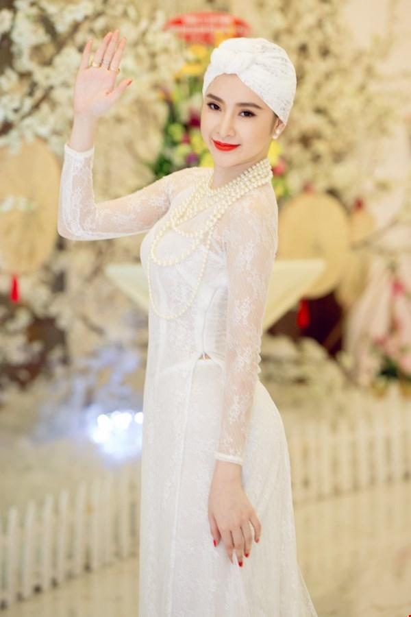 Những bộ váy đính lông gây bão năm 2015 của mĩ nhân Việt