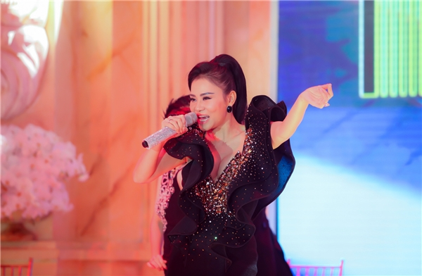 """Thu Minh – Sơn Tùng """"tăng nhiệt"""" cùng khán giả Hà Nội giữa trời lạnh - Tin sao Viet - Tin tuc sao Viet - Scandal sao Viet - Tin tuc cua Sao - Tin cua Sao"""