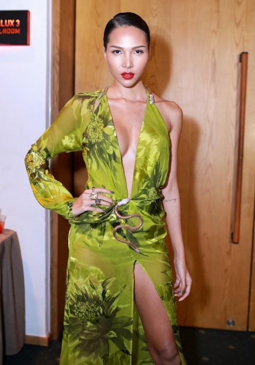 """Minh Triệu sexy với những đường """"cut out"""" táo bạo trên trang phục. - Tin sao Viet - Tin tuc sao Viet - Scandal sao Viet - Tin tuc cua Sao - Tin cua Sao"""