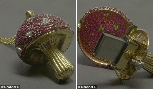 Món đồ trang trí hình cây nấm kết hợp USB đính kim cương này có giá hơn 34.000 đô la (gần 700 triệu đồng). (Ảnh: Daily Mail)