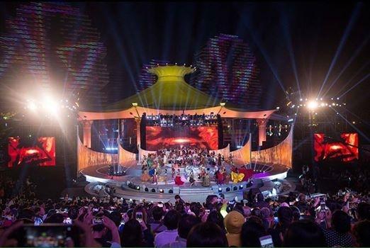 Theo một số hình ảnh ban đầu, sân khấu chung kết Miss World 2015 sẽ được thực hiện ngoài trời và có diện tích khá rộng, được trang trí công phu, hoành tráng. - Tin sao Viet - Tin tuc sao Viet - Scandal sao Viet - Tin tuc cua Sao - Tin cua Sao