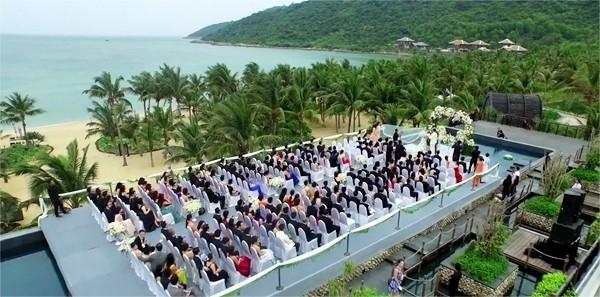 Hình ảnh hôn lễcủa cặp đôi Singapoređược chụp từ trên cao. (Ảnh: Internet)