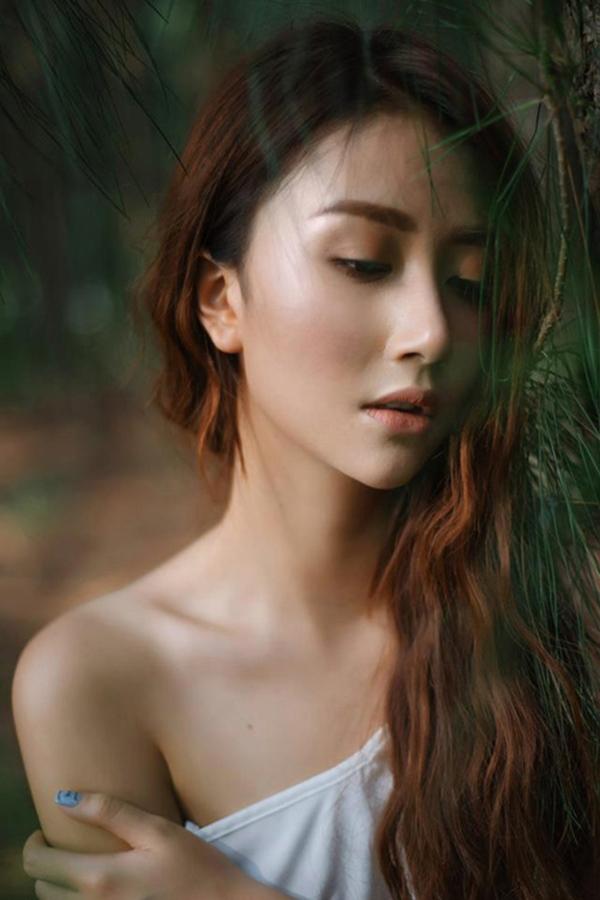 Một trong những bức hình sexy hiếm hoi của hot girl Quỳnh Anh Shyn.