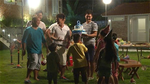 Tuy nhiên, bữa tiệc thực sự chỉ bắt đầu khi cô gái Phan Bo xinh xắn được chương trình bất ngờ tổ chức sinh nhật 9 tuổi. - Tin sao Viet - Tin tuc sao Viet - Scandal sao Viet - Tin tuc cua Sao - Tin cua Sao