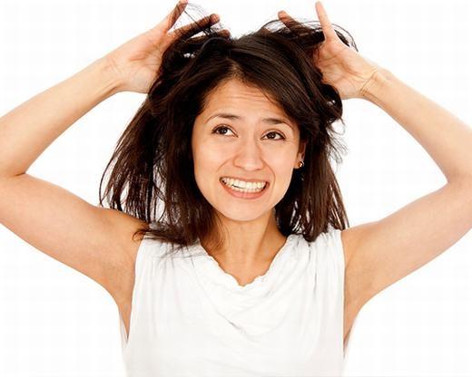 Đầu tóc cũng có thể dùng để nhận biết ung thư buồng trứng. Dấu hiệu của nó (tuy chưa rõ ràng) là tóc mọc nhanh, đen. Tuy nhiên, cũng có triệu chứng ngược lại là tóc rụng nhiều. (Ảnh: Internet)