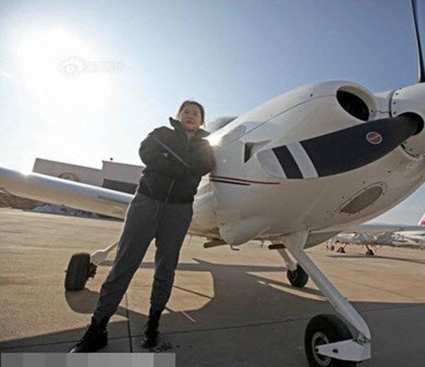Thuê hẳn một chiếc phi cơ riêng để tận hưởng.(Ảnh Internet)