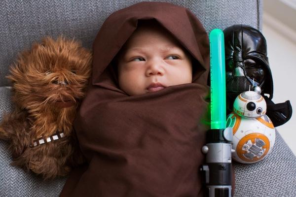 Hình ảnh cô bé Max với gương mặt bầu bĩnh và biểu cảm ngộ nghĩnh nhanh chóng nhận được cả triệu lượt thích cùng với hàng chục ngàn lượt chia sẻ và bình luận trên trang mạng xã hội của ông bố Mark. (Ảnh Internet)