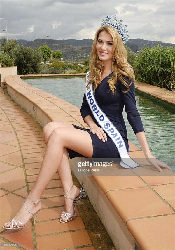 Cận cảnh nhan sắc của tân Hoa hậu Thế giới 2015