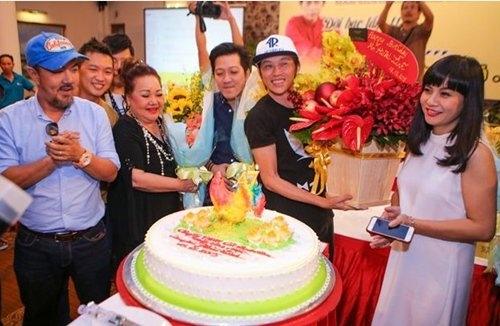 Hoài Linh được bạn bè đồng nghiệp chúc mừng trong ngày sinh nhật - Tin sao Viet - Tin tuc sao Viet - Scandal sao Viet - Tin tuc cua Sao - Tin cua Sao