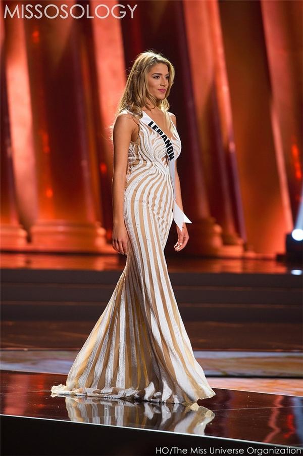 Chi tiết đính kết tinh tế tạo nên hoa văn giúp bộ váy của đại diện Li-băng có mặt trong danh sách những thiết kế đẹp nhất.