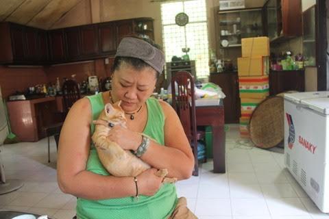 Bé Ti trên tay mẹ Hương