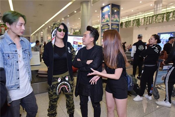 Phở,Ngọc Thảo giao lưu cùng Rita và thành viên nhóm Lucky J.