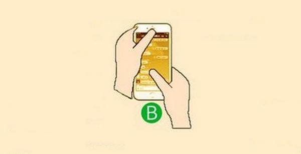 Một tay đỡ điện thoại và điều khiển bằng ngón cái của tay kia (Ảnh: Internet)