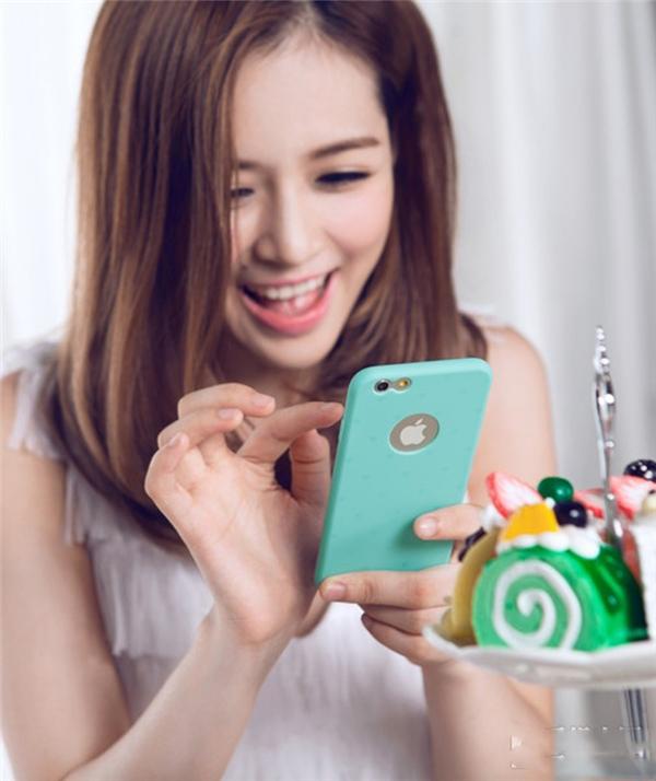 Người cầm điện thoại theo kiểu D là những người có phản ứng cực kì nhanh và giỏi đối đáp. (Ảnh: Internet)