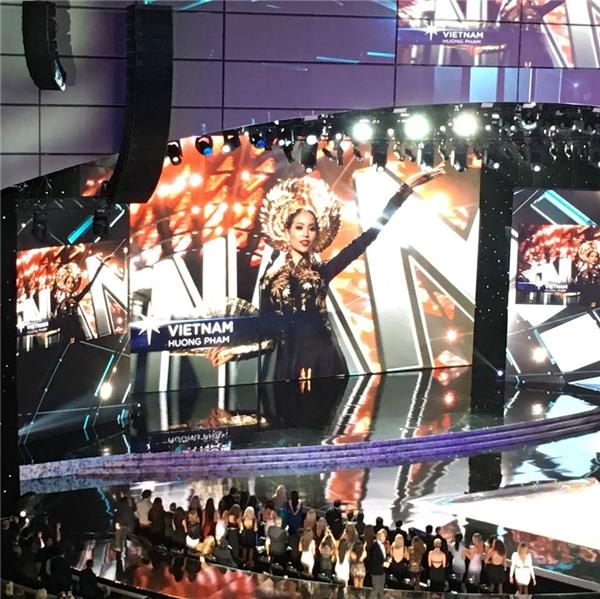 Mặc dù ra về tay trắng nhưngtừ những ngày đầu tham gia Miss Universe 2015, Phạm Hương đã khiến người hâm mộ Việt Nam hết sức tự hào bởi các phần thể hiện xuất sắc, chuyên nghiệp. - Tin sao Viet - Tin tuc sao Viet - Scandal sao Viet - Tin tuc cua Sao - Tin cua Sao