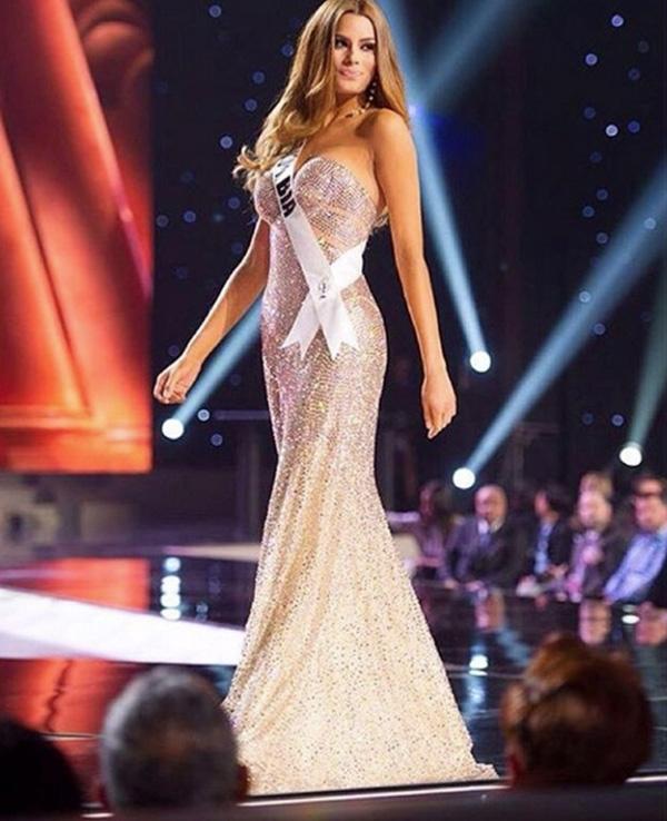 Trang phục dạ hội trong đêm Bán kết của Ariadna Gutiérrez cũng được đánh giá là một trong những thiết kế đẹp mắt nhất.