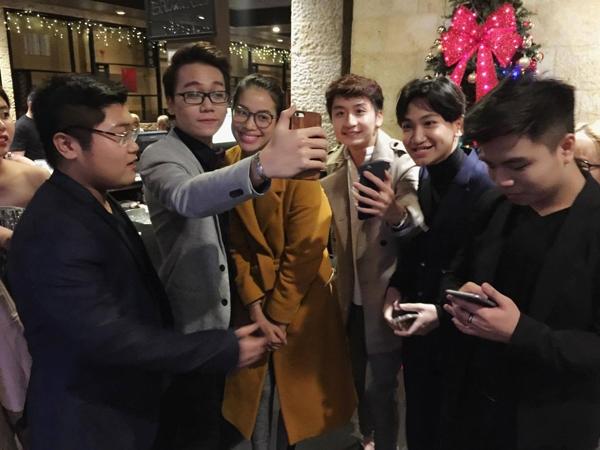 Phạm Hương tươi tắn đi ăn cùng bạn bè sau chung kết HHHV 2015 - Tin sao Viet - Tin tuc sao Viet - Scandal sao Viet - Tin tuc cua Sao - Tin cua Sao