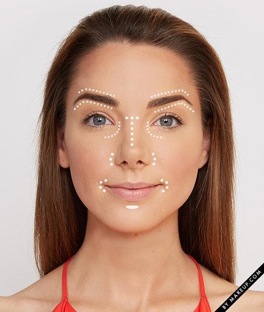 Thoa mĩphẩm che khuyết điểmở nhiều nơi trên mặt, giúp sắc mặt sáng và tươi tỉnh hơn. (Ảnh: Internet)