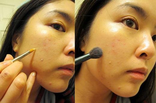 Đối với làn da nhiều mụn, cách tốt nhất vẫn là dùng một cây cọ sạch để thoa mĩphẩmchứ không nên dùng ngón tay, tránh bôi thêm vi khuẩn lên những chỗ bị mụn. (Ảnh: Internet)