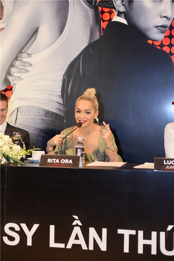 """Không chỉ thành công trong lĩnh vực âm nhạc, Rita Ora còn lấn sân sang điện ảnh khi đảm nhận các vai phụ rất ấn tượng trongtrong phim """"50 Shades Of Grey"""" và """"The Fast and Furious 6"""",... - Tin sao Viet - Tin tuc sao Viet - Scandal sao Viet - Tin tuc cua Sao - Tin cua Sao"""