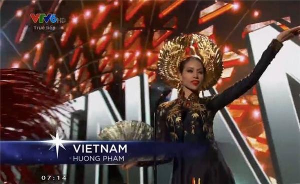 Phạm Hương mặc áo dài đẹp rạng ngời trên sân khấu Miss Universe 2015 - Tin sao Viet - Tin tuc sao Viet - Scandal sao Viet - Tin tuc cua Sao - Tin cua Sao