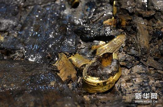 Kinh ngạc trước báu vật vừa khai quật được trong mộ cổ của vua