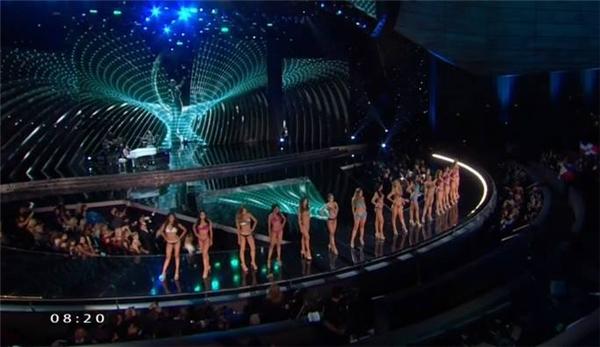 15 thí sinh nóng bỏng trên sân khấu chung kết Hoa hậu Hoàn vũ 2015.