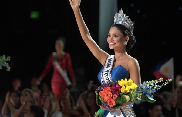 Pia trong giây phút đăng quang. Với chiến thắng này, vị thế của Philippines càng được củng cố trên bảng xếp hạng sắc đẹp của thế giới.