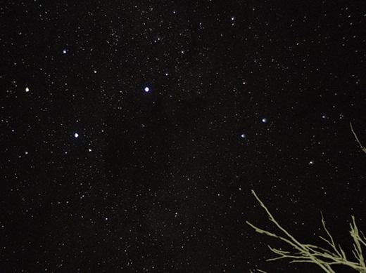 Nếu bạn muốn cắm trại trên mặt đất, thì Coober Pedy cũng có thể chiều lòng khách. Bầu trời đầy sao đẹp tuyệt vời sẽ đem đến cho bạn trải nghiệm khó quên ở Coober Pedy.(Ảnh: Internet)