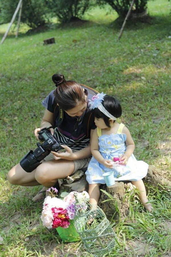 Chị Văn và con gái. (Ảnh: Internet)