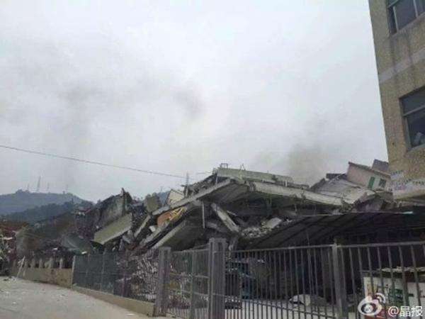 Lở núi kinh hoàng đánh sập 22 tòa nhà cao tầng ở Trung Quốc