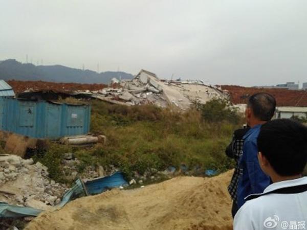22 tòa nhà bị sập, gây ảnh hưởng nặng nề cho 15 công ty có liên quan.