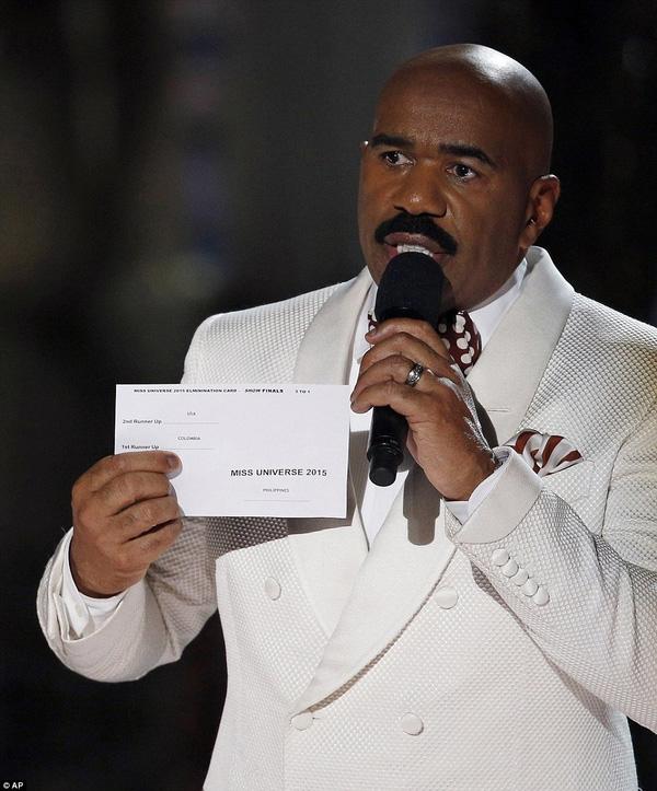 Anh thông bao với khán giả rằng người chiến thắng là Miss Philippines.