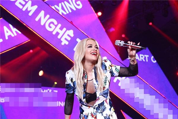 Màn xuất hiện của Rita Ora. - Tin sao Viet - Tin tuc sao Viet - Scandal sao Viet - Tin tuc cua Sao - Tin cua Sao