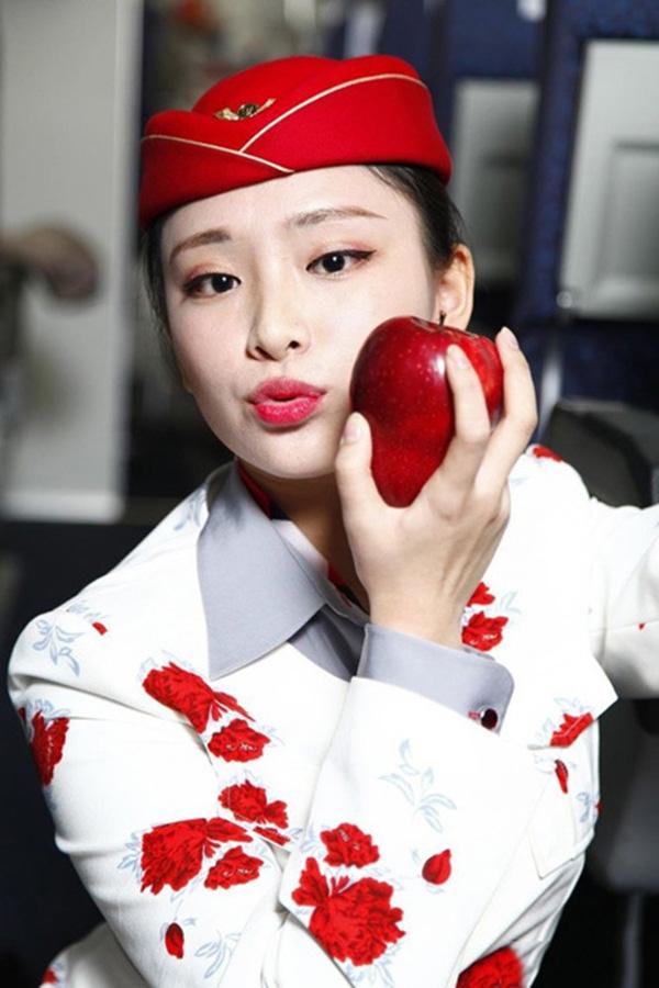 Những hình ảnh xinh đẹp của các cô tiếp viên hàng không rao bán nụ hôn trên website. (Ảnh: Internet)