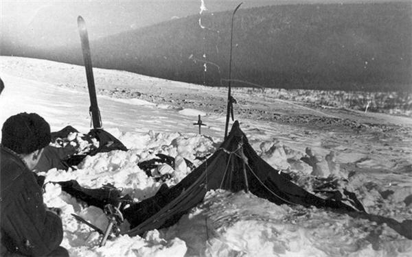 Khu lều rách nát của nhóm leo núi
