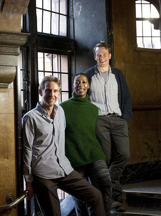 Từ trái sang:Paul Thornley đóng vai Ron Weasley, Noma Dumezweni vai Hermione Granger và Jamie Parker vai Harry Potter. (Ảnh: Daily Mail)