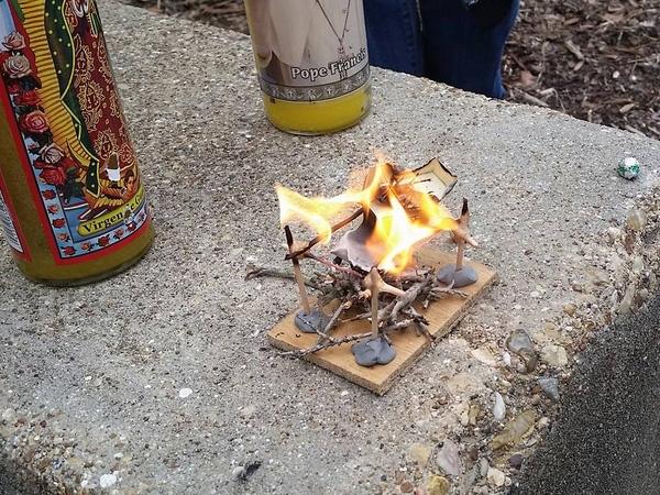 Quá trình hỏa thiêu xác người bạn nhỏ quen thuộc với nhóm sinh viên.
