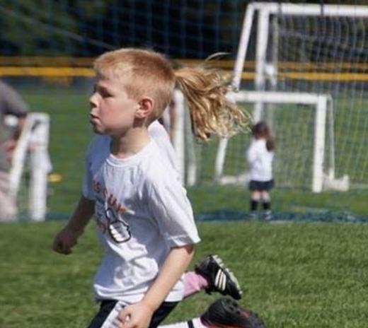Này cậu bé có mái tóc đuôi gà. (Ảnh: Internet)