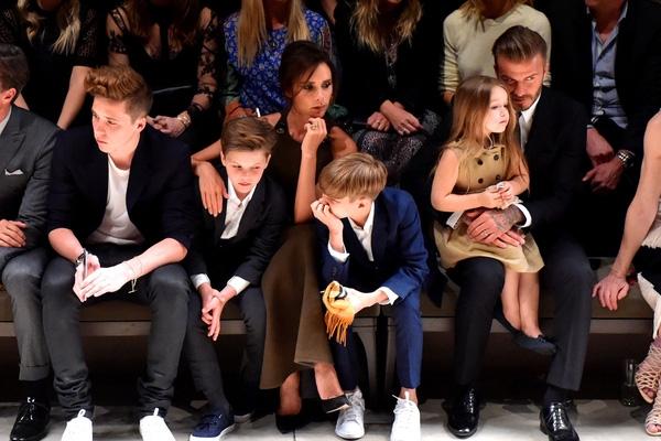 Gia đình Beckham đón Giáng sinh giản dị như mọi gia đình khác.