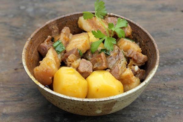 Không hâm lại nhiều lần các món ăn có khoai tây. (Ảnh: Internet)