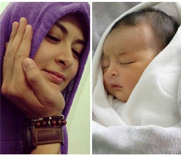Hình ảnh so sánh gương mặt của hai mẹ con khiến nhiều người thích thú.
