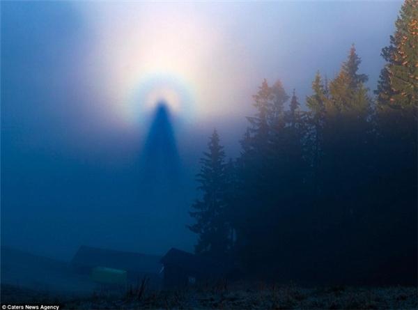 Sửng sốt với hình ảnh giống thiên thần xuất hiện trên bầu trời