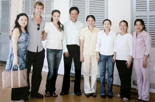 Ngày vợ chồngAngelinaJolietới thăm trung tâm Tam Bình.(Ảnh: Internet)