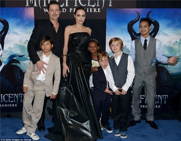 Cậu bé thường xuyên được bố mẹ đưa đi du lịch cũng như tham gia các sự kiện cùng gia đình.(Ảnh: Internet)