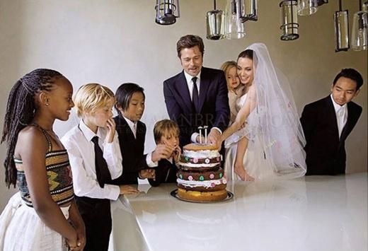 Pax Thiêncòn tự tay làm tặng bố mẹ chiếc bánh gato trong ngày cưới.(Ảnh: Internet)