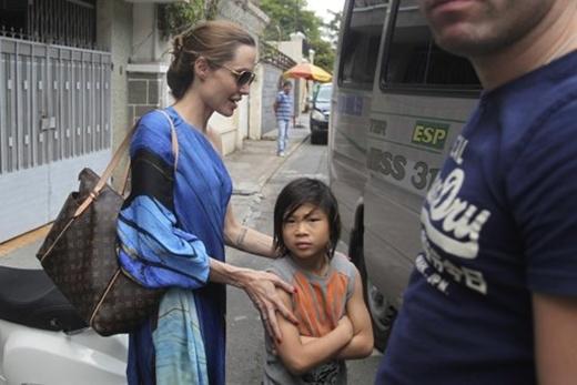 LầnAngelinaJolieđưa cậu về Sài Gòn, thăm lại trung tâm nơi cậuđược nhận nuôi.(Ảnh: Internet)