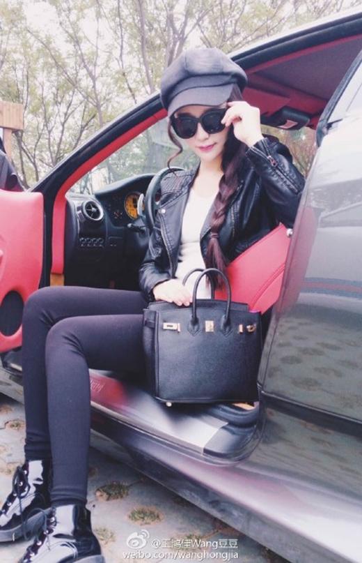 Hot girl chuyên mượn siêu xe để chụp ảnh ké bị lật tẩy